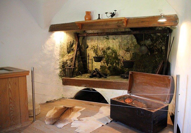 cozinha do castelo predjama medieval europa