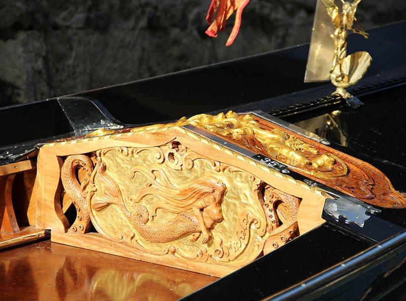 detalhe em madeira gondola em veneza