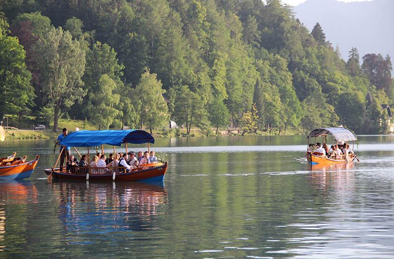 dicas para visitar bled na eslovenia barcos pletnja
