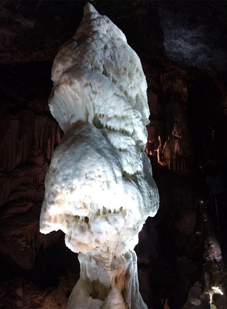 estalagmite brilhante simbolo caverna postojna