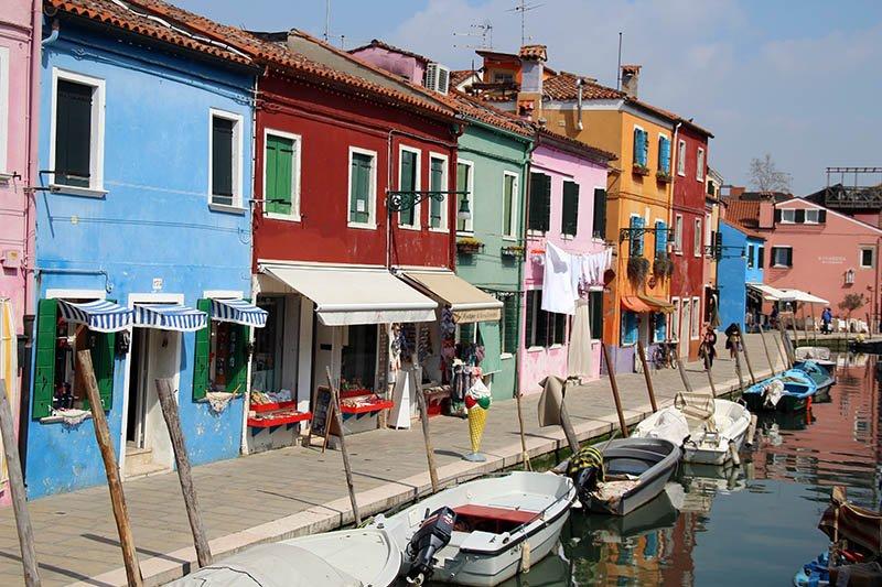 ilha com casas coloridas burano italia