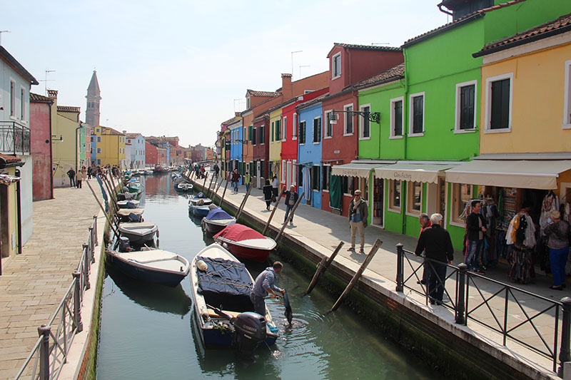 lugares coloridos para visitar burano na italia