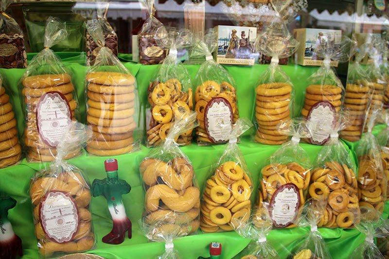 o que comer em burano biscoitos essi