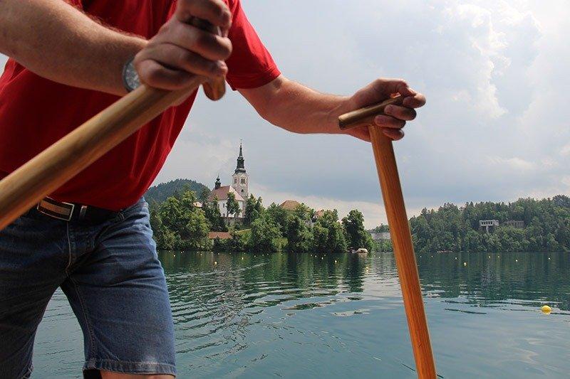 passeio de barco lago bled pletna