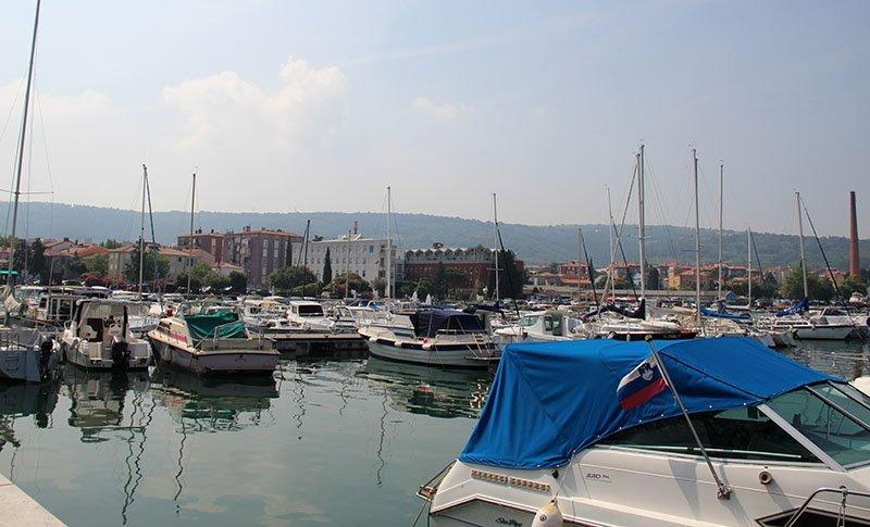 porto de izola iates litoral da eslovenia
