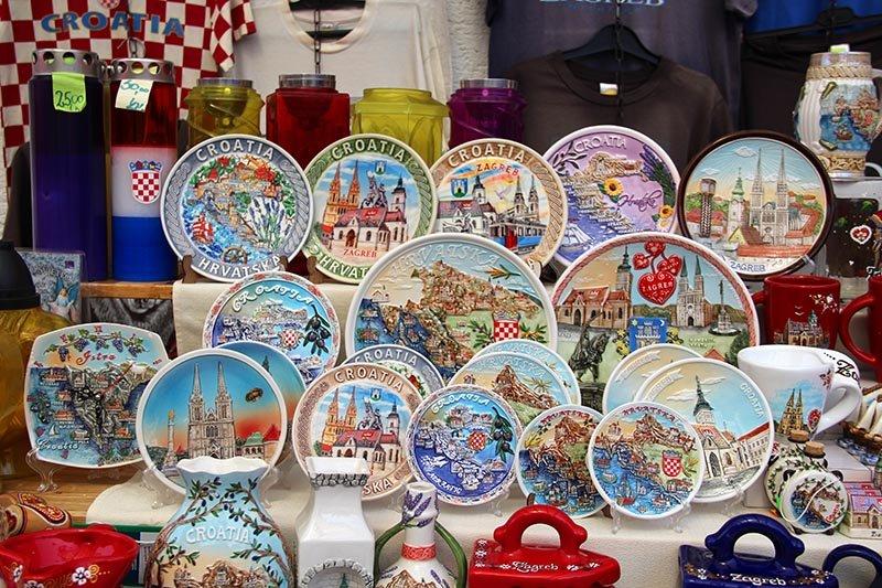 pratos decorativos lembranca zagreb croacia