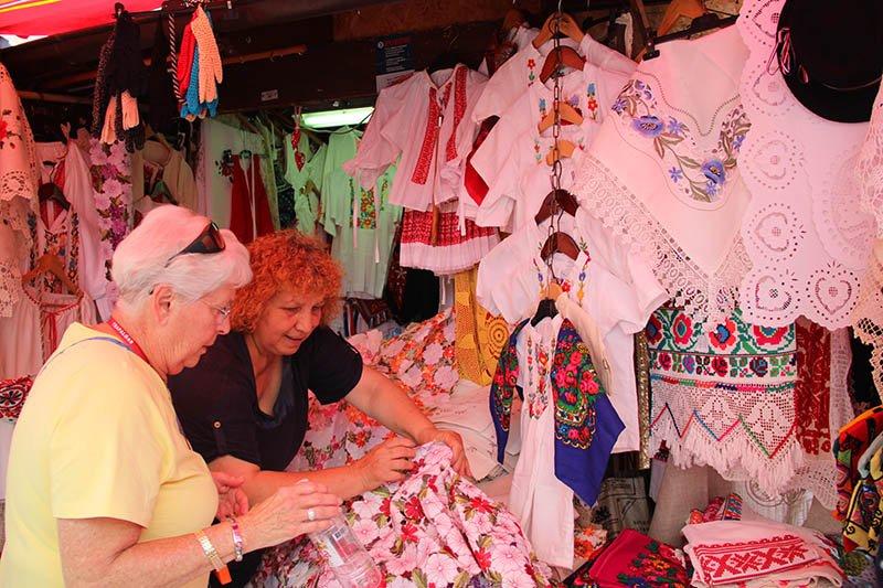 roupa tipica lembranca zagreb croacia mercado
