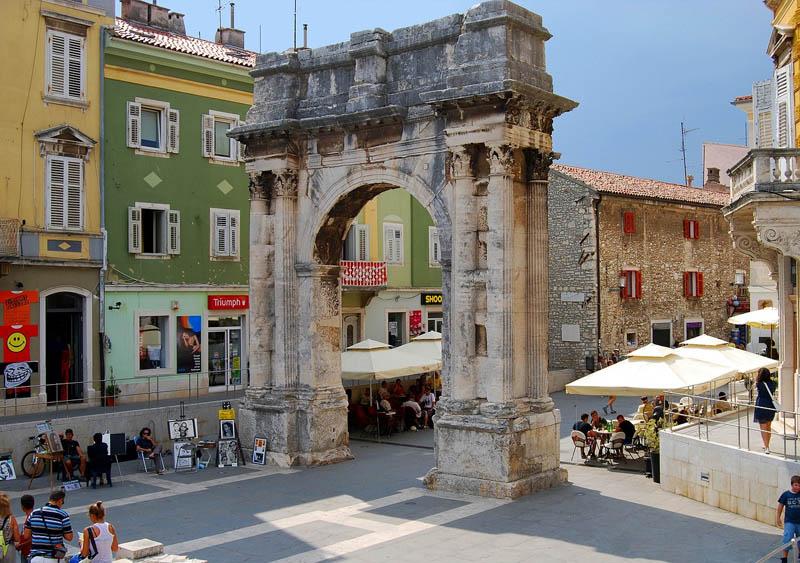 ruinas de roma na croacia pula arco