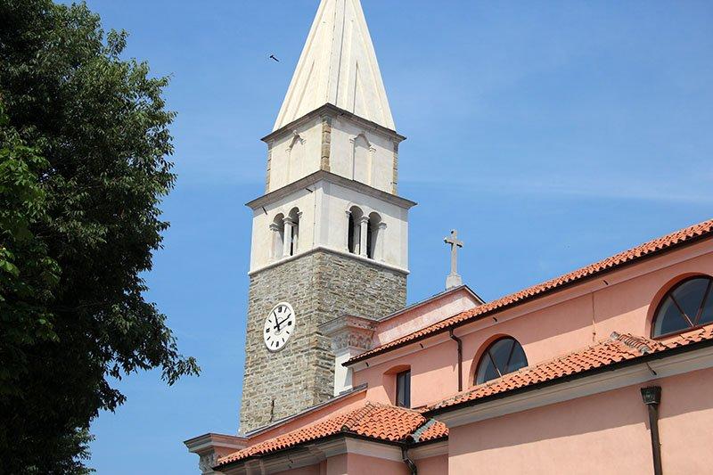torre da igreja izola praias da eslovenia