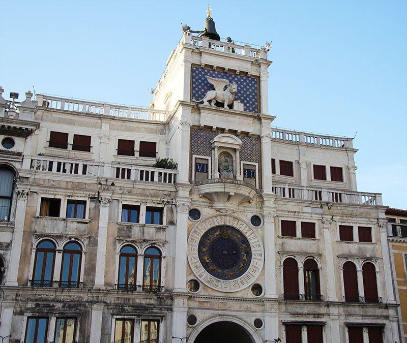 torre do relogio em veneza leao