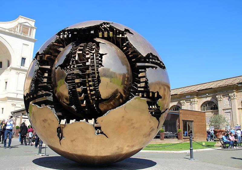 escultura bola gigantesca cobre vatiano
