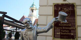 estatuas na bratislava o que fazer na eslovaquia