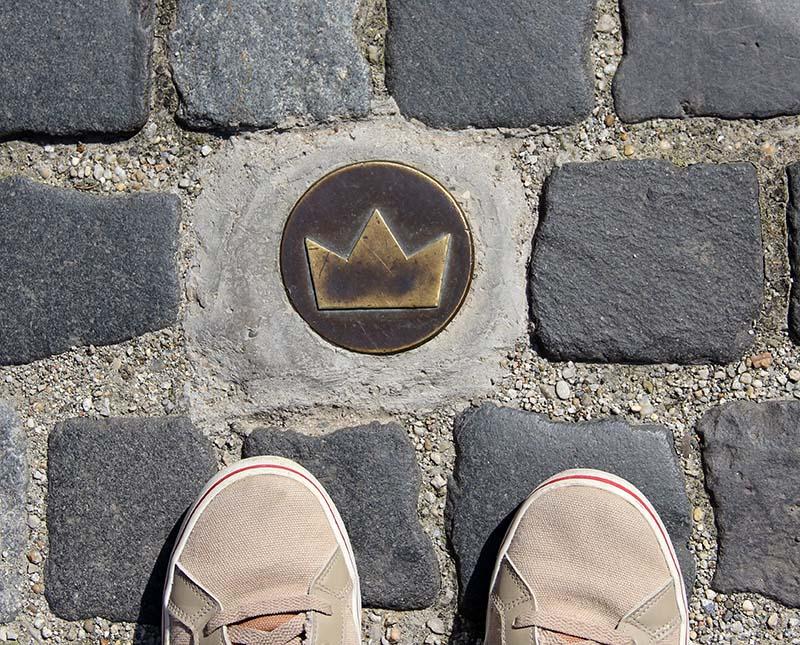 mini coroa placa festival da coroacao bratislava