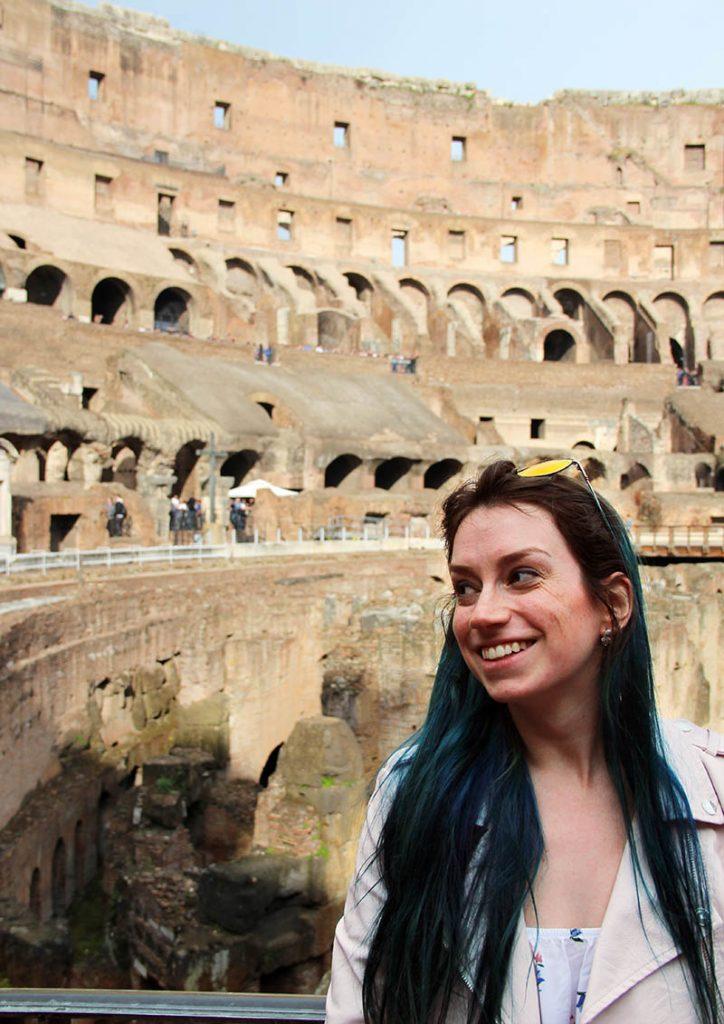 parte de baixo do coliseu ruinas em roma