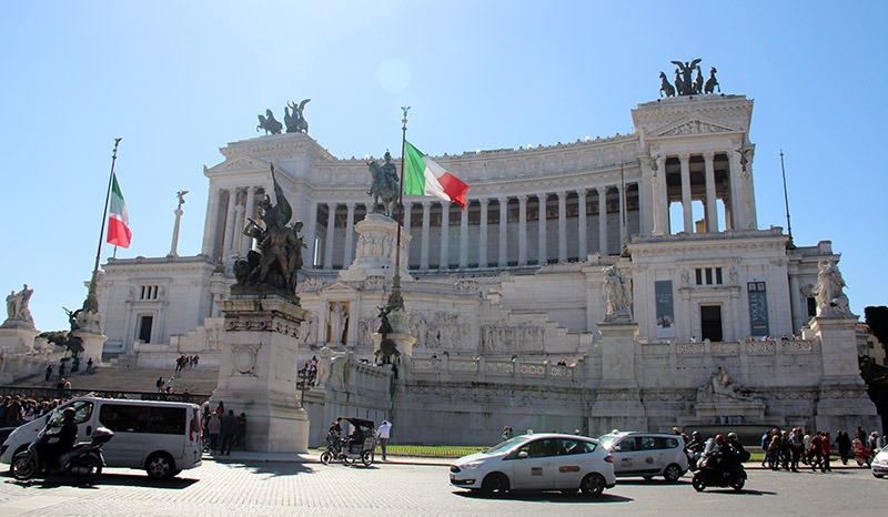 guia turístico em roma piazza venezia palazzo