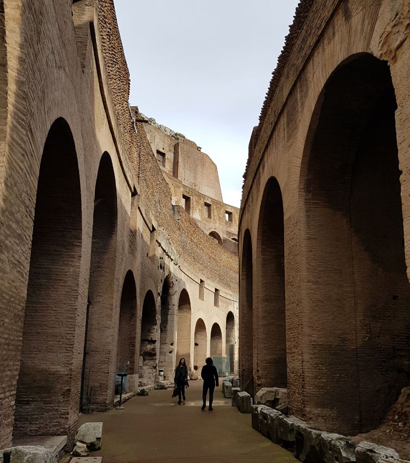 visita dentro do coliseu em roma