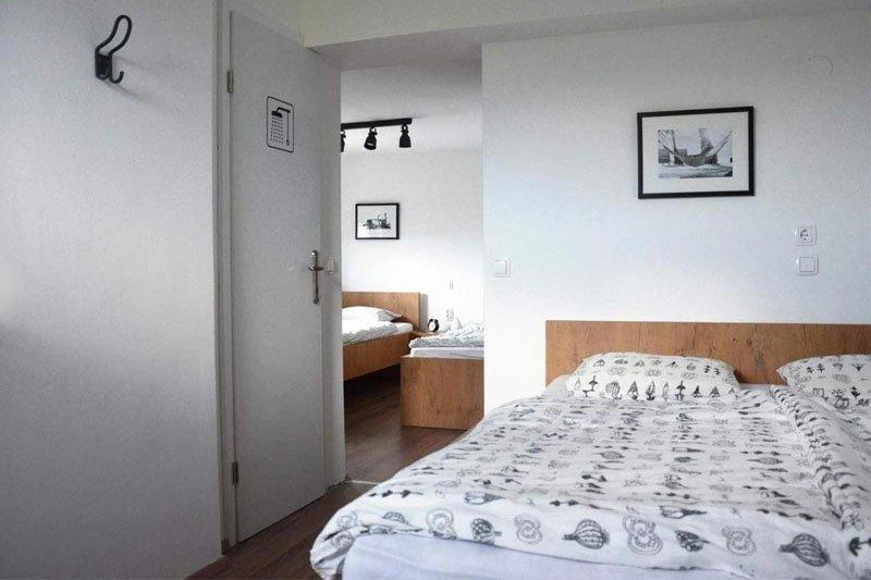 hotel hisa budja quarto camas