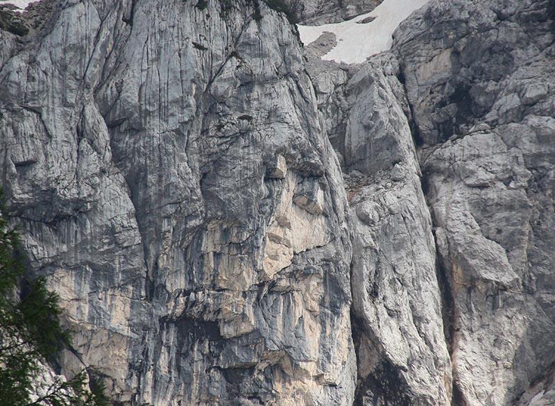 menina paga montanhas eslovenia triglav prisank