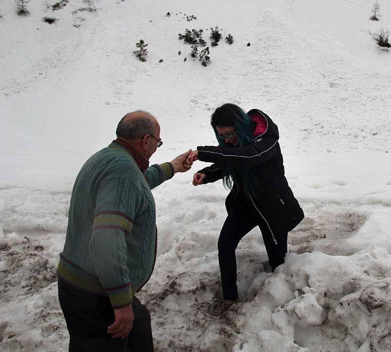 monte grappa atolada na neve