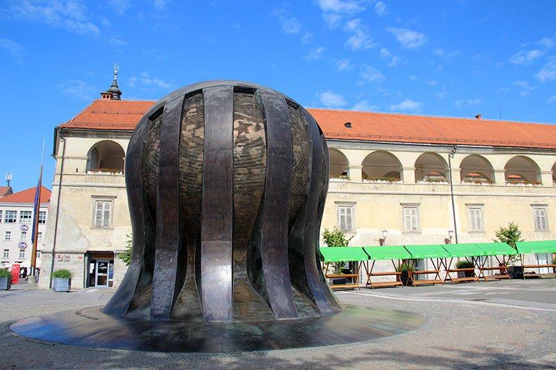 monumento maribor centro da cidade