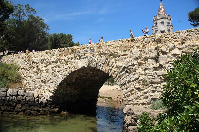 ponte de pedra em cascais praia particular