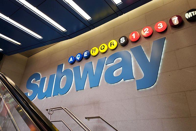 como chegar na times square em nova york estação de metro
