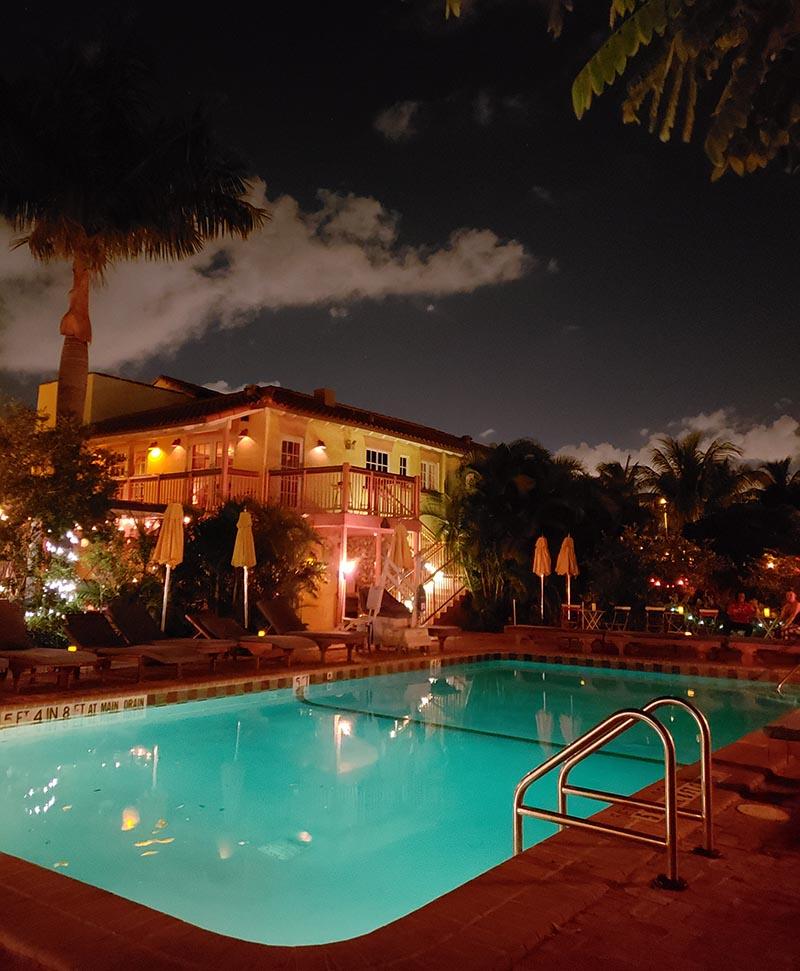 hostel barato em miami com piscina