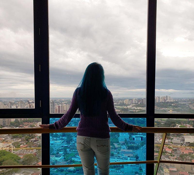 torre panoramica em curitiba na chuva