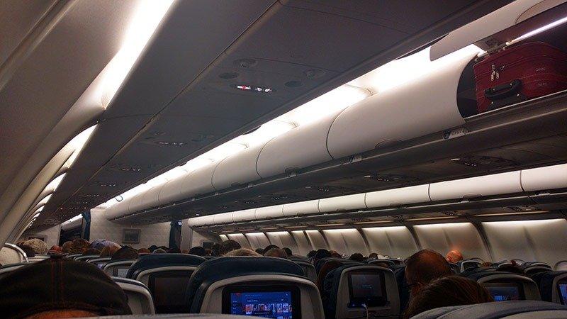 como é voar delta airlines rio voo miami interior da aeronave