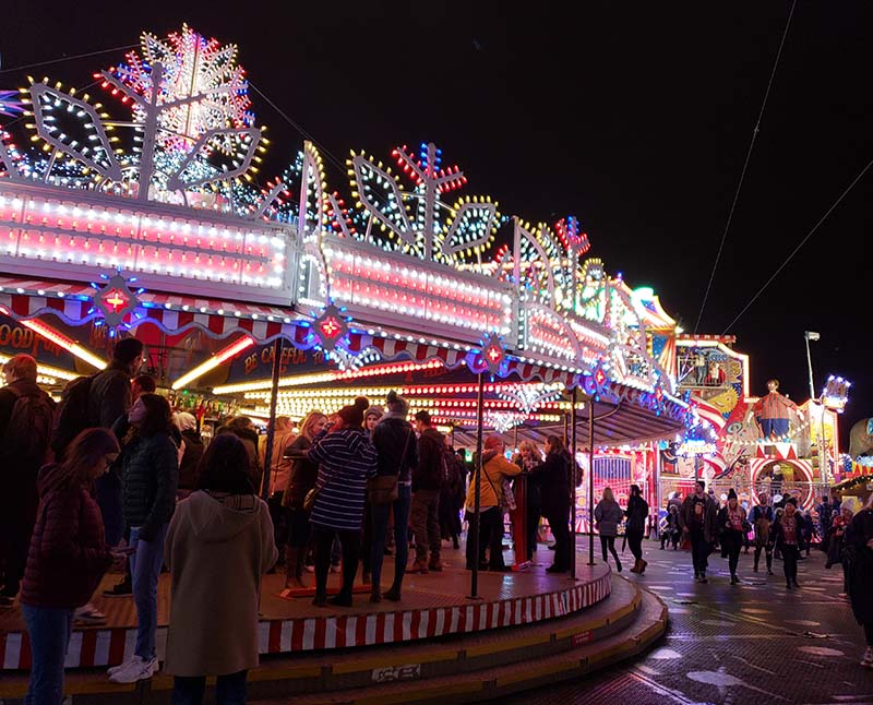 bar dentro de carrossel winter wonderland em londres