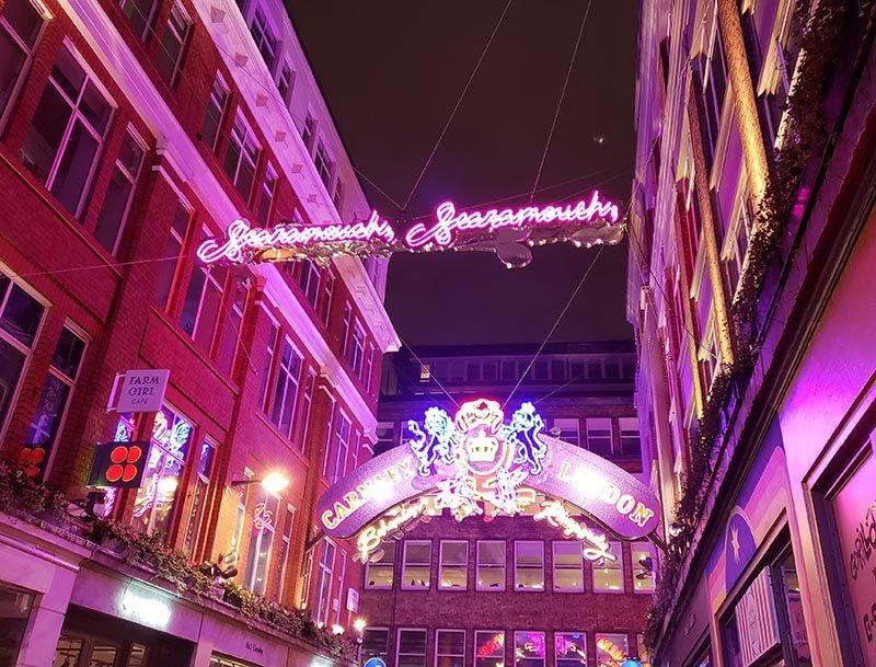 carnaby street instalação de luz queen bohemian rhapsody