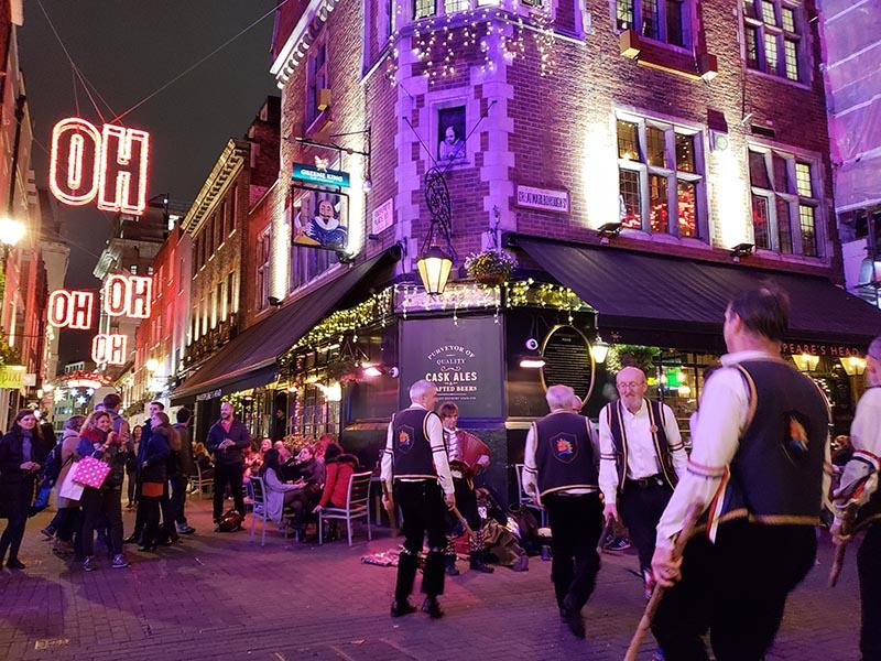 carnaby street performance dança tradicional
