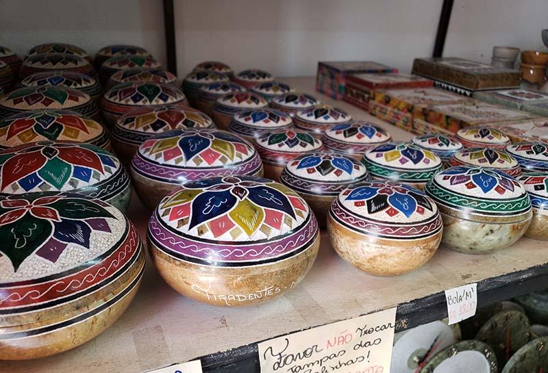 artesanato em tiradentes potinhos pintados a mao