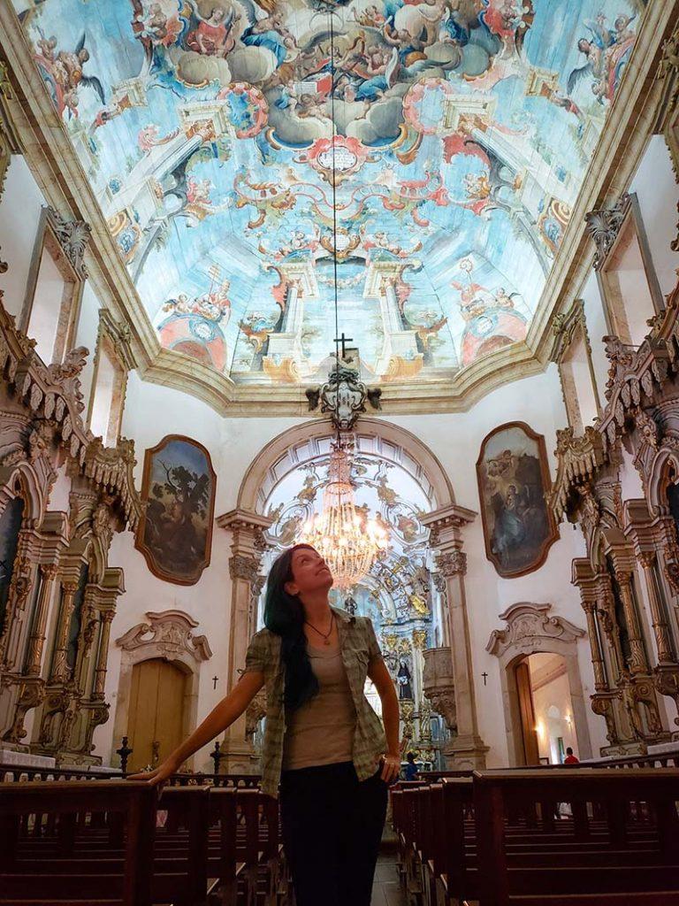 dentro igreja aleijadinho ouro preto sao francisco de assis pintura do teto