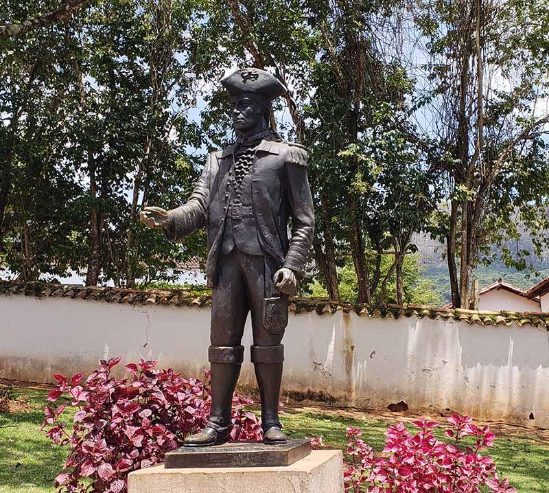 estatua de tiradentes minas gerais