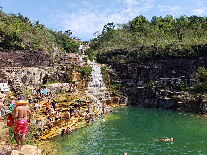 passeio de lancha em capitólio cachoeira lagoa azul