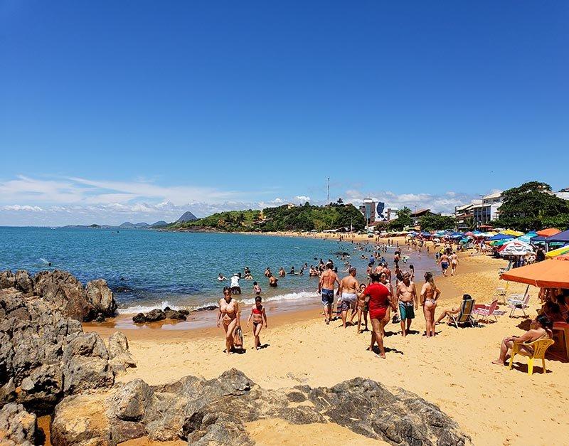 Praia da Areia Preta no fim de semana