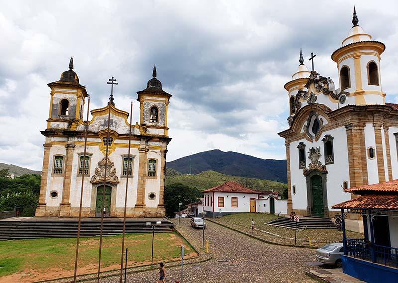 Igrejas Gêmeas da Praça Minas Gerais em Mariana