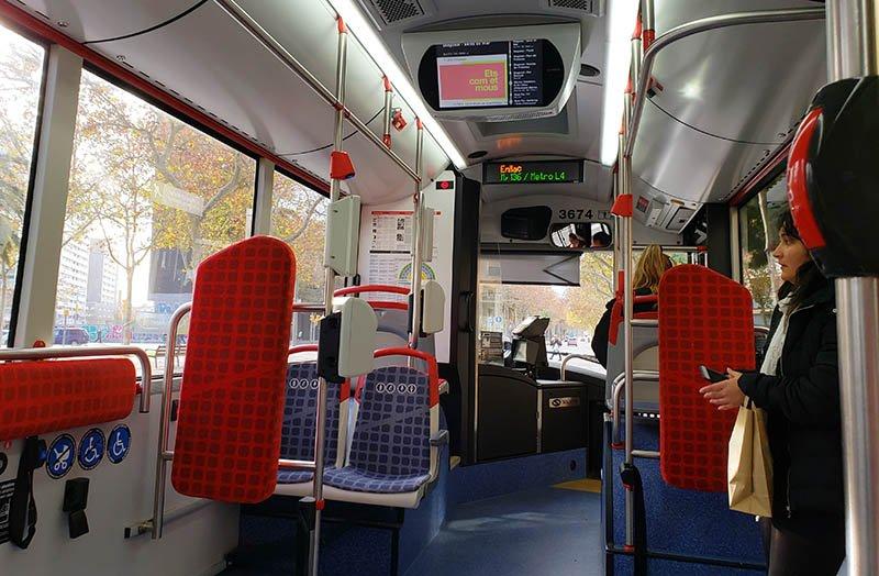 Interior do ônibus TMB