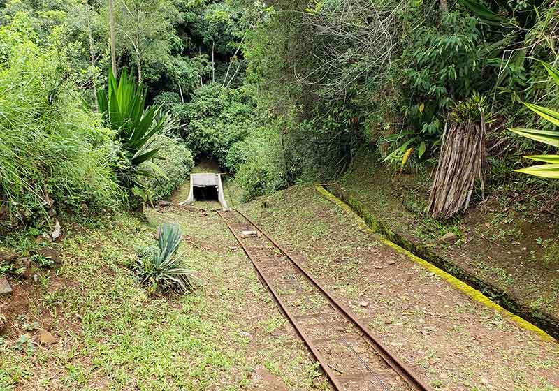 Trilhos para o interior das Minas da Passagem