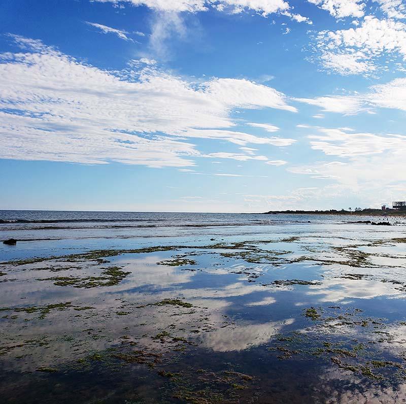 Reflexo do céu na Praia de Castelhanos
