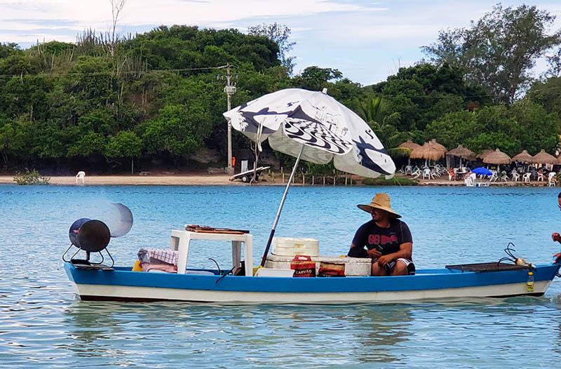 Barco do Churrasco na Ilha do Japonês