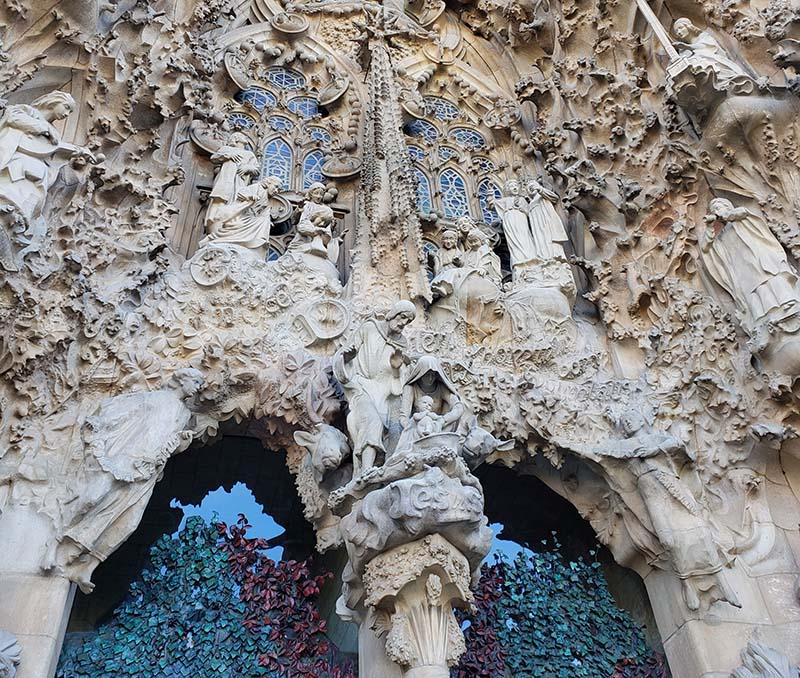 Muitos detalhes da fachada Natividade