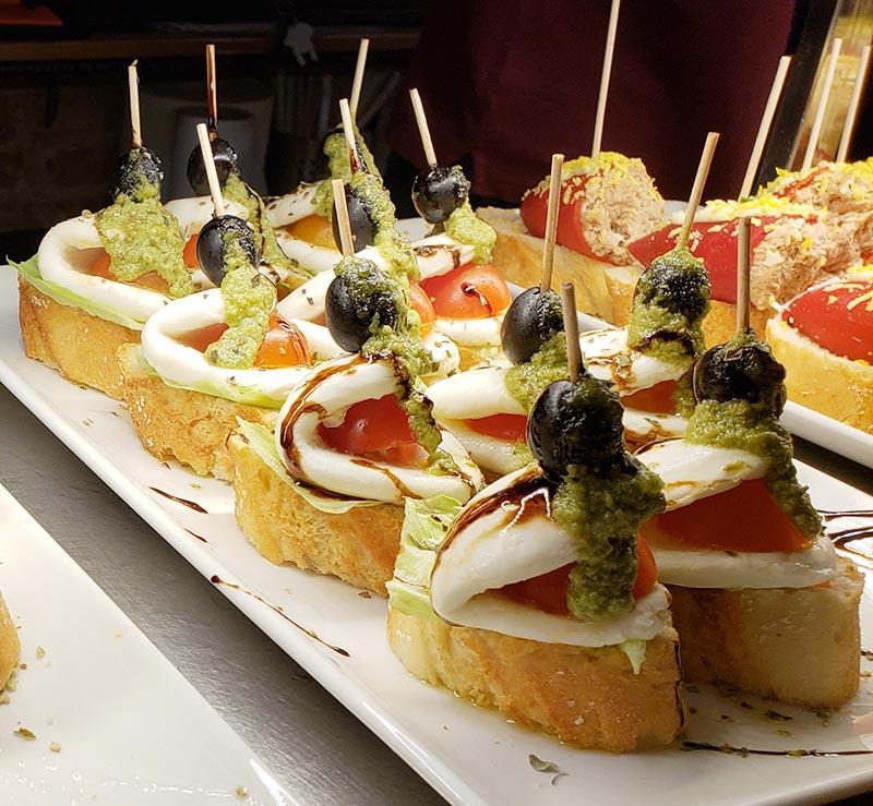 Pintxos: aperitivos com palitinho espetado