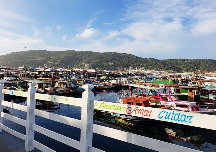 Portinho e barcos em Arraial
