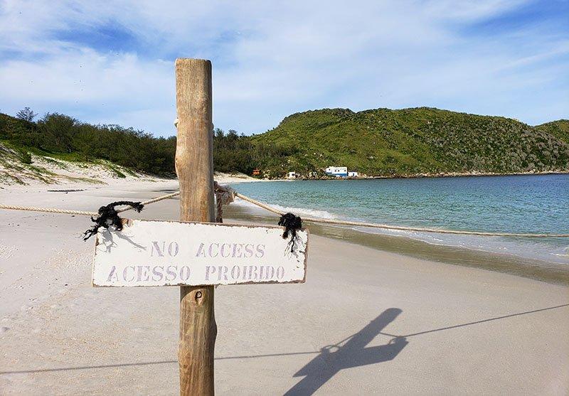 Praia do Farol tem cerca para preservacação