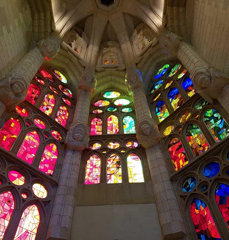 Vitrais coloridos na Sagrada Família