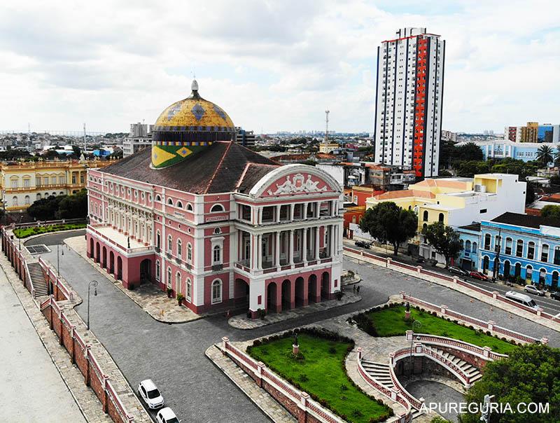 Vista aérea do Teatro Amazonas, um dos principais ponto do que fazer em Manaus