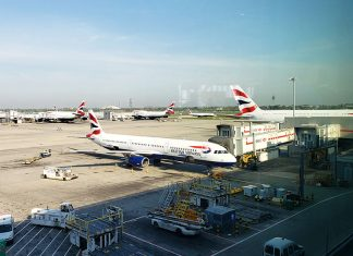 Terminal da British Airways no aeroporto Heathrow em Londres