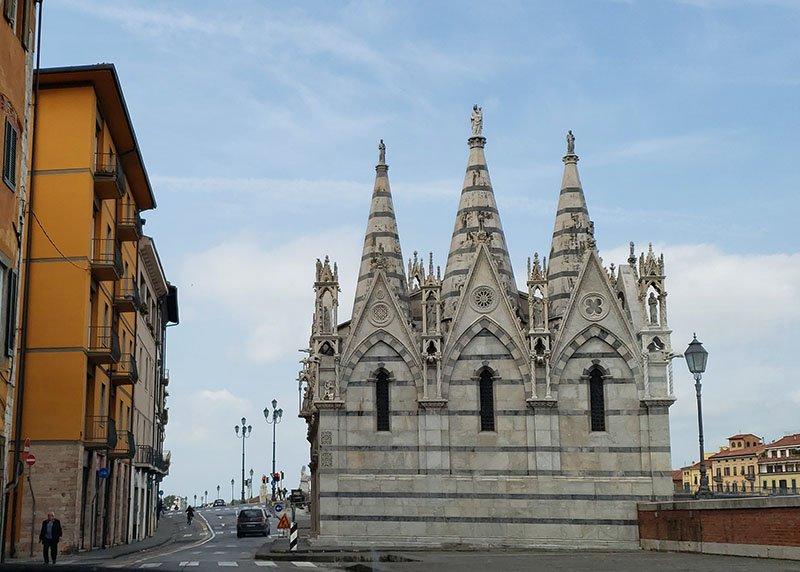 Igreja Santa Maria della Spina ao lado do rio arno
